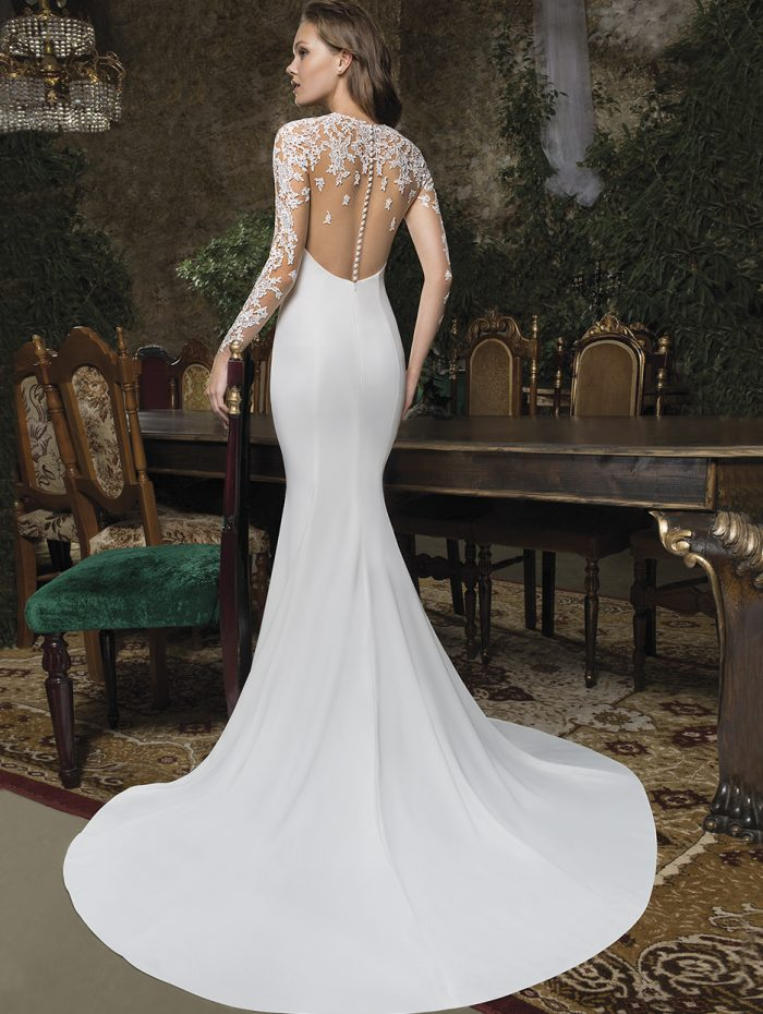 Vestido estrecho con espalda de tul bordado