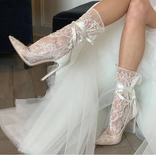 ¡Última novedad! Calcetines de novia
